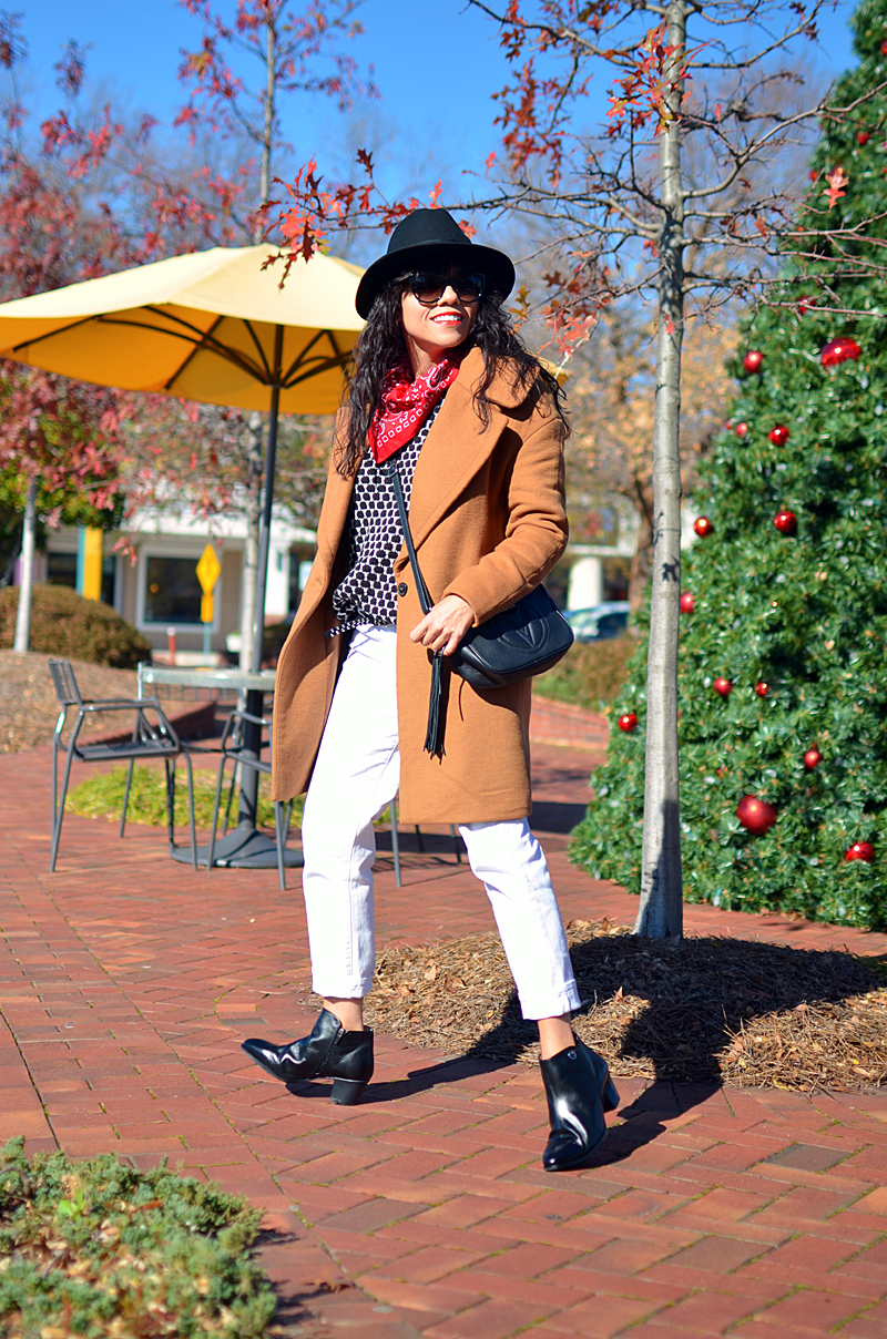 White jeans black boots street style