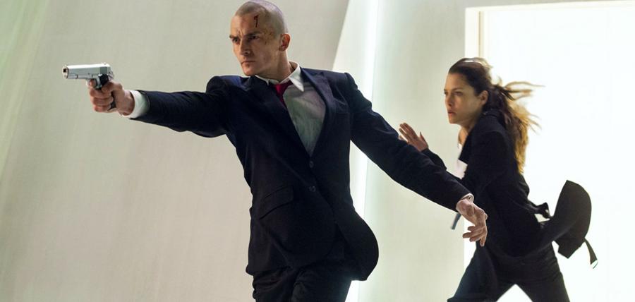 Rupert Friend şi Hannah Ware în adaptarea Hitman: Agent 47
