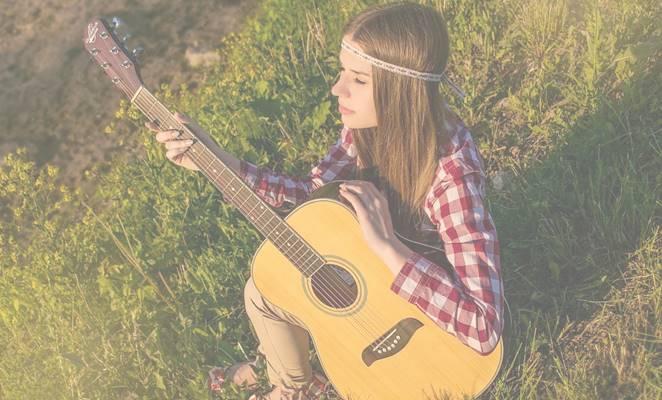 gadis main gitar