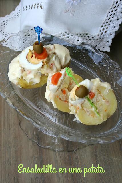 Ensaladilla en una patata
