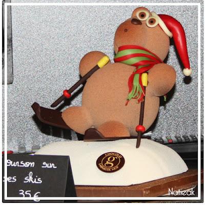 Ourson en chocolat sur ses skis de Georges Larnicol