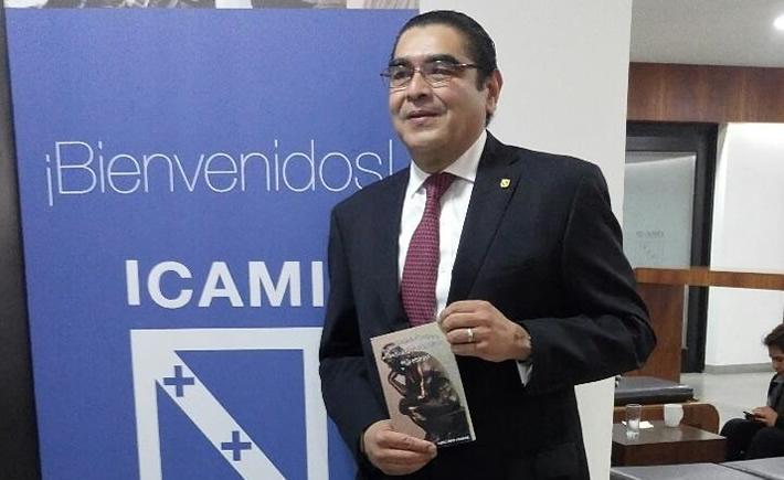 Jaime López Aguilar, presentó en el ICAMI su libro: Reflexiones para descubrir la productividad y la rentabilidad en la empresa. (Foto: ICAMI)