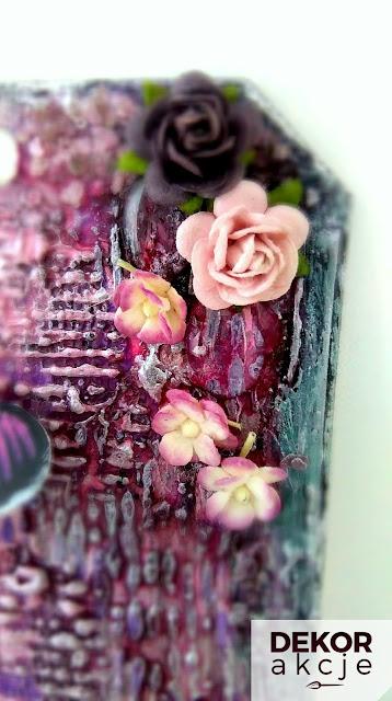 mixed media tag z różami