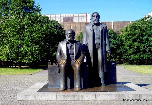 Monumento a Marx e Engels em Mitte, Berlim