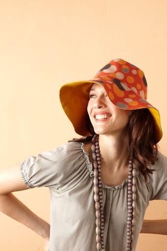 fcb29f6732 Egyre inkább meggyőződésem, hogy nyárra kell egy kalap. Martha Stewartnál  találtam valamit... Egyelőre egy szabásminta kell, később lehet ezt is  variálni.