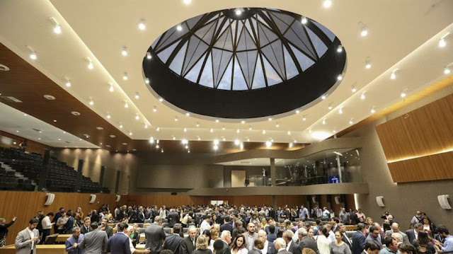 Novo plenário da Alepe apresentado a conselheiros e desembargadores