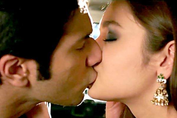 Alia Bhatt Kiss