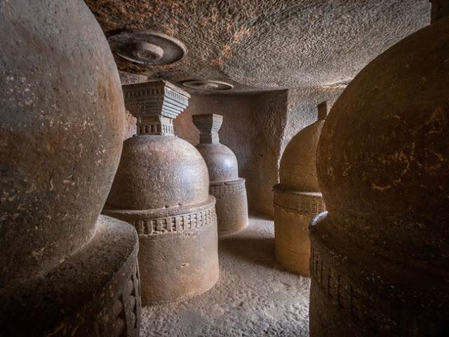 bhaja buddhist caves lonavala maharashtra