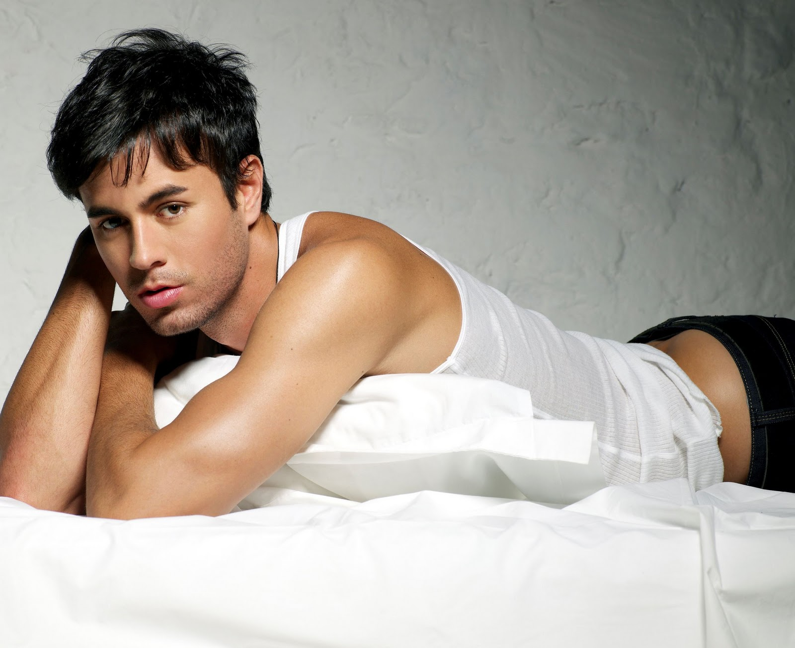 Cute Romantic Babies Wallpapers Fascinating Articles And Cool Stuff Hot Enrique Iglesias