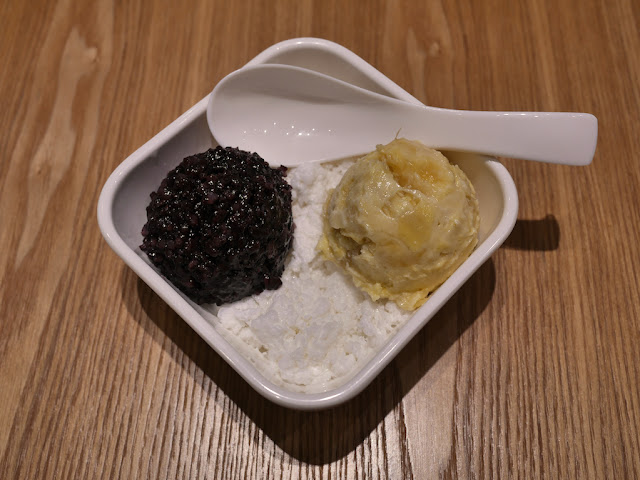 Durian and black glutinous rice with frozen coconut milk (榴莲忘返)