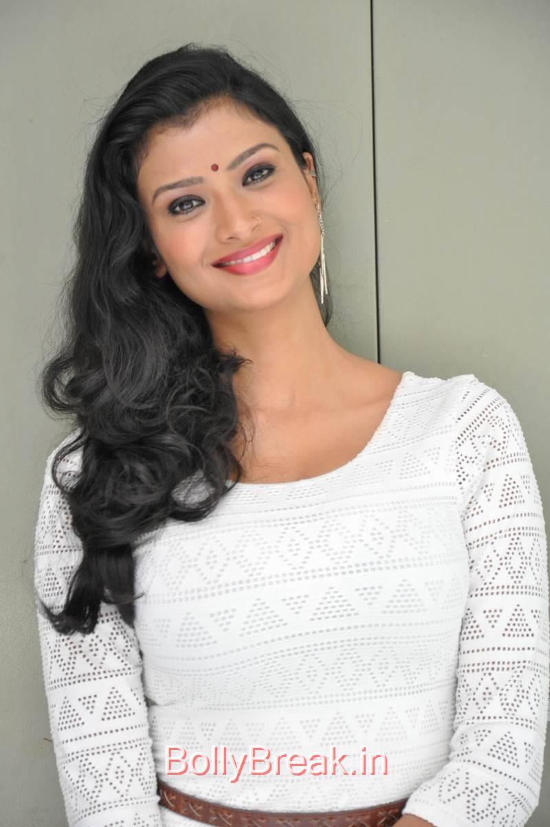 Ishita Pictures, Actress Ishita Face Close Up Hot HD Pics