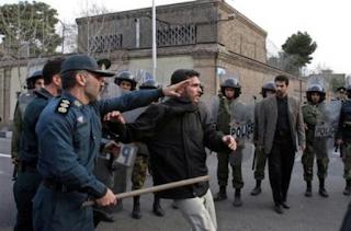 Masjid Sunni di Iran Disegel karena Menggelar Shalat Tarawih, Masih Bilang Sunni-Syiah Bersaudara???