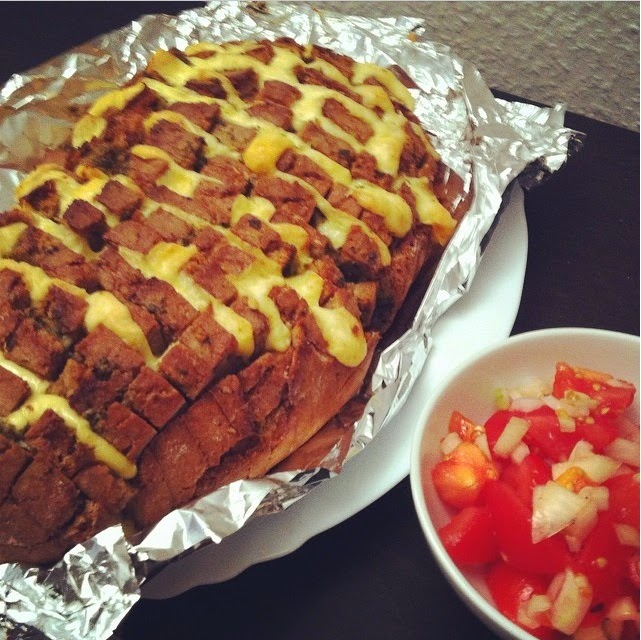 http://lanisleckerecke.blogspot.de/2014/01/blooming-onion-bread.html#more