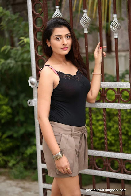 Actress Payal Rajput   IMAGES, GIF, ANIMATED GIF, WALLPAPER, STICKER FOR WHATSAPP & FACEBOOK