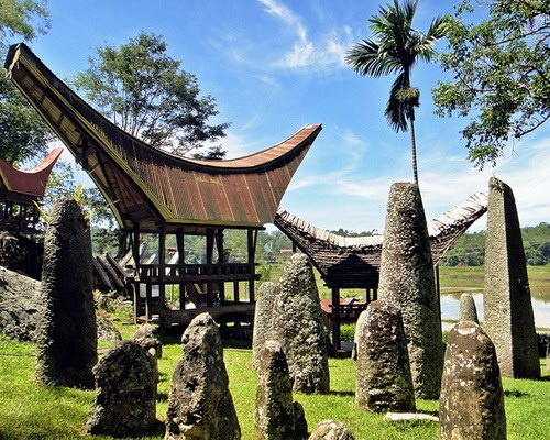Travel.Tinuku.com Kete Kesu Toraja, traditional village in row Tongkonan houses 300 years old, 500 years tombs and menhirs