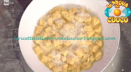 Prova del cuoco - Ingredienti e procedimento della ricetta Gnocchi di carote con burro salato e mandorle di Daniele Persegani