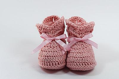 6 - Crochet IMAGEN de Peucos zapatitos o escarpines a conjunto con la chambrita rosa a crochet y ganchillo. MAJOVEL CROCHET