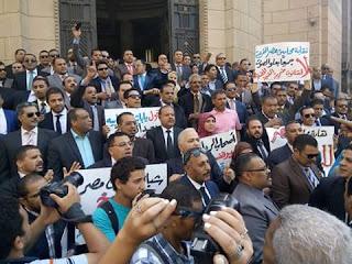 تمرد النواب تشارك المحاميين فى اسقاط قانون الضريبة المضافة