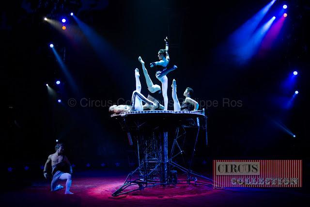 acrobatie chinois sur une énorme structure