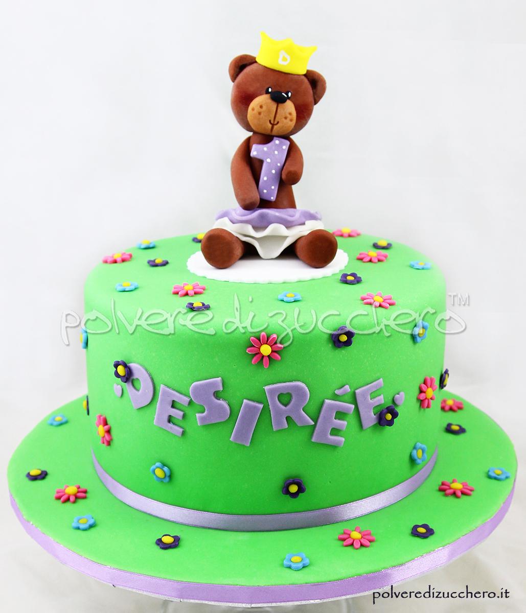 torta decorata primo compleanno orsetta bambina pasta di zucchero polvere di zucchero