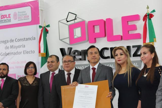 Cuitláhuac García es Gobernador electo de Veracruz; recibió la constancia por parte del Ople