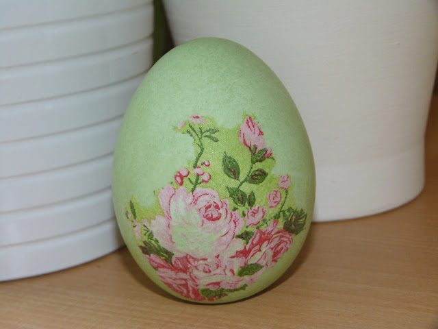 decoupage-huevo-de-ceramica-servilleta