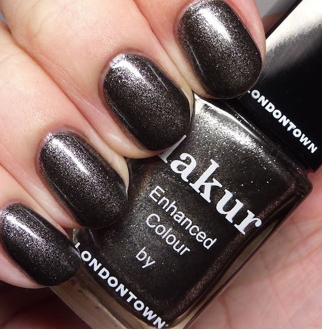 Lakur Enhanced Colour by Londontown Cheeky Noir
