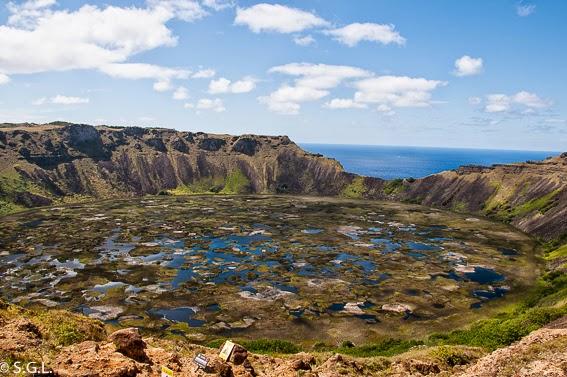 Foto del volcan Rano Kau en la isla Rapa Nui