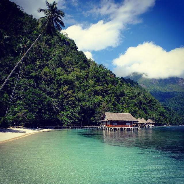 foto keindahan pantai ora di maluku