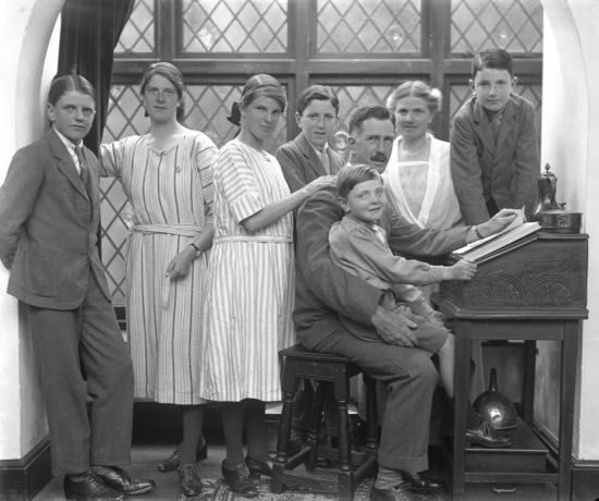From L-R: Kenneth Leonard, Kathleen Hannah, Ruth Lydia, Edmund Digby  Rev Leonard (sitting), Digby Hugh (on father's knee), Kathleen Lydia, Daniel Richard.  Image by Olive Edis, courtesy of the Cromer Museum, Norfolk