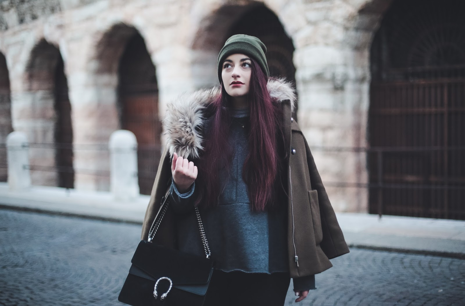 bonnet kaki cheveux roux