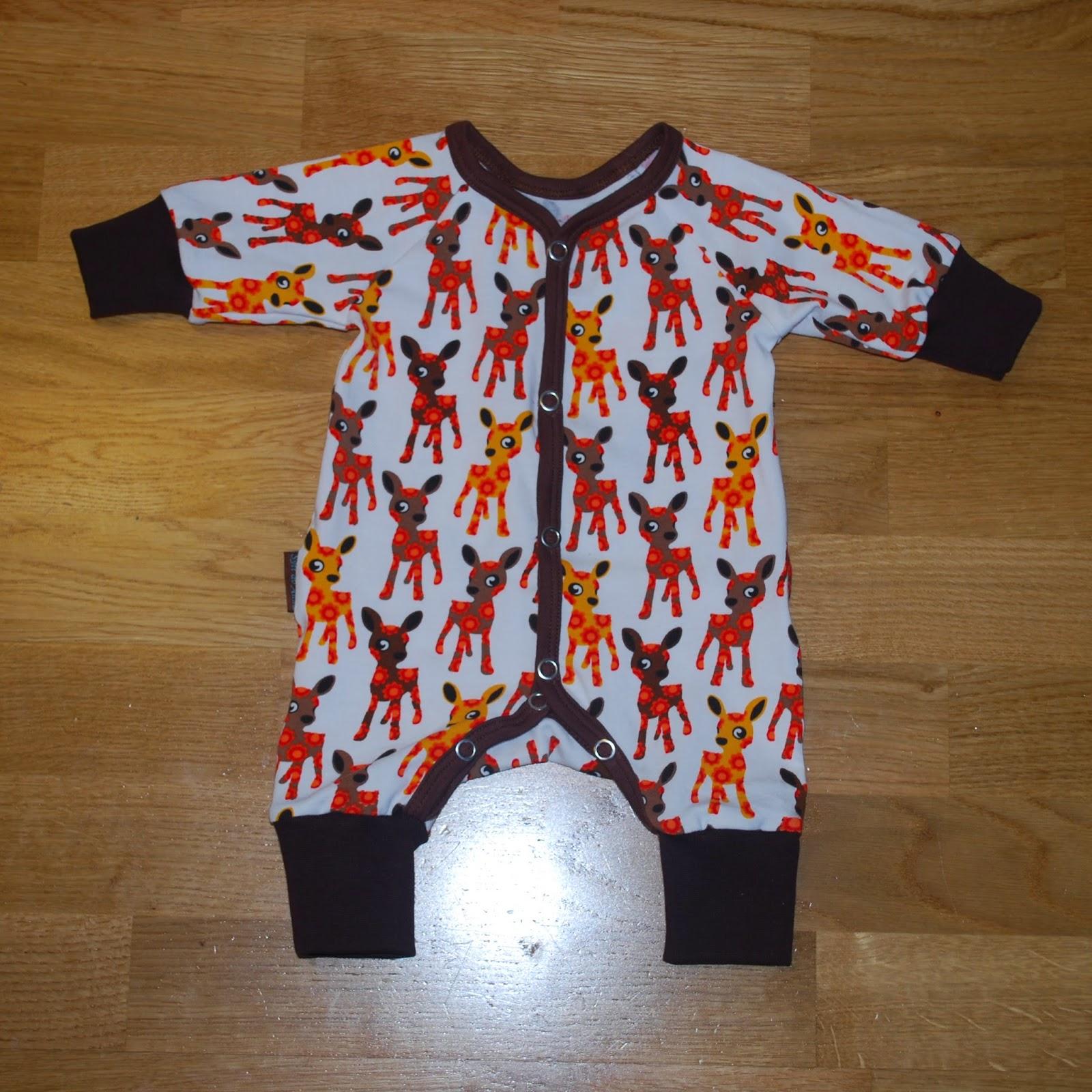 a84854a34f9e Jag har sytt en hel del plagg i storlek 50. Här är en pyjamas i  rådjurstyget från Znok design.
