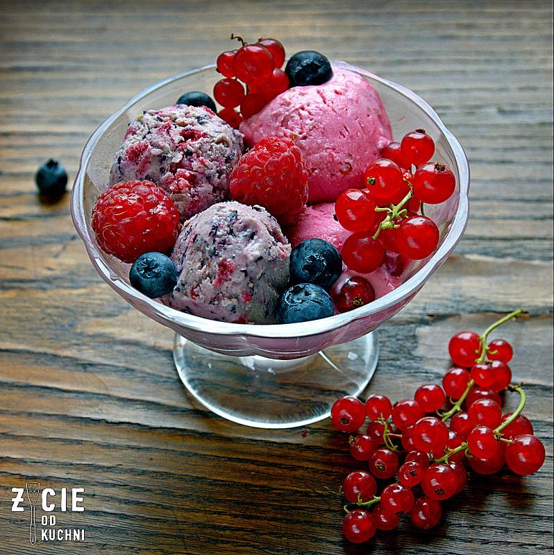 lody, lody jagodowe, lody borowkowe, lody z malinami, lody owocowe, lody domowe, pucharek z lodami, jak zrobic lody, lody bez jajek, lody bez maszyny, zycie od kuchni