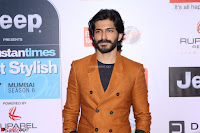Disha Patani and Harshwardhan Kapoor at the Red Carpet of Hindustan Times Most Stylish Awards 2017 on March 24, 2017 in Mumbai 6.JPG