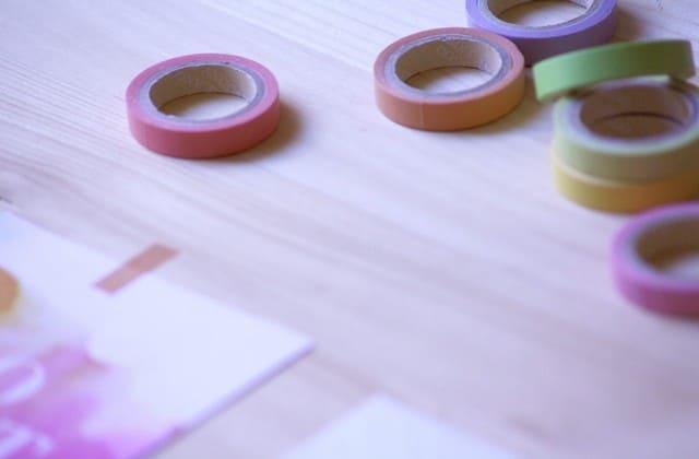 Lem dan selotip, alat perekat yang tidak boleh dilupakan