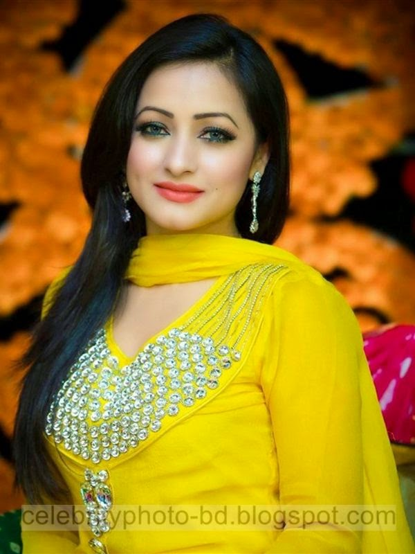 Most Beautiful Female BD Model Sumaiya Jafar Suzena's Latest New Hot Photos Gallery In Salowar With Short Biography