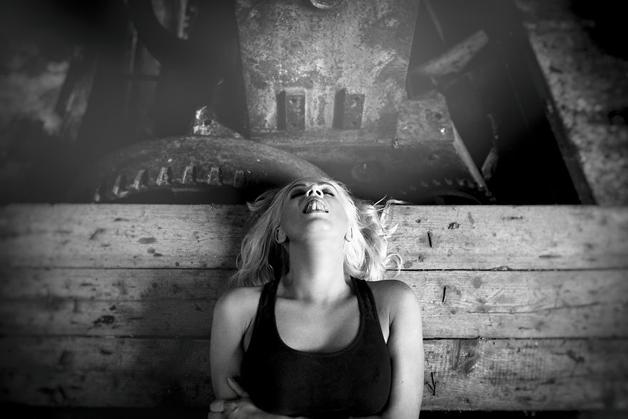 Olha isso! Fotógrafo cria ensaio incrível com mulheres no momento do orgasmo
