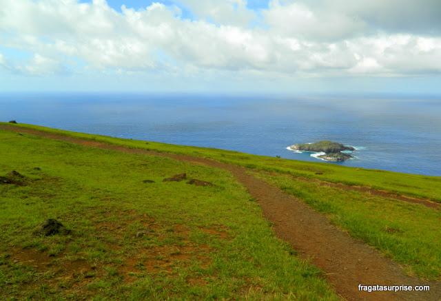 Vila cerimonial de Orongo e os motu (ilhas sagradas) na Ilha de Páscoa