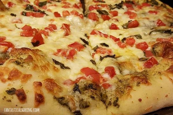 Easy Pesto Pizza #recipe #pizza #pesto #basil #tomato #meatless