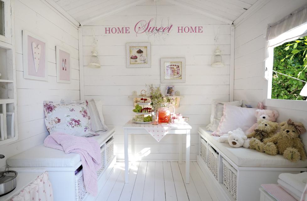 Boiserie c la casetta in legno per i bambini for Piccoli disegni cottage