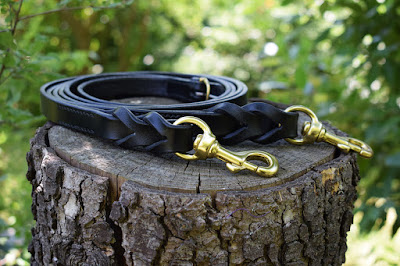 braided leather reins with snap-hooks made in black leather with solid brass snap-hooks