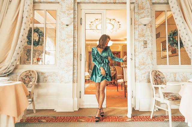 Aksamitna szmaragdowa sukienka/ Paulinye X Mosquito - Czytaj więcej