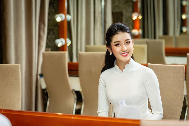 Á hậu Huyền My mặc áo dài trắng @BaoBua: Duyên