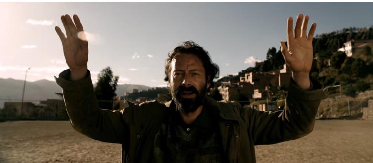 Fernando Arze interpreta a un arquero de fútbol caído en el alcohol / CAPTURA PANTALLA