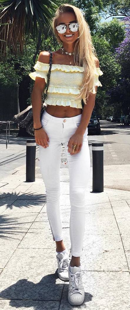 trendy summer outfit: crop top + white pants
