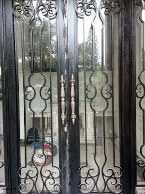 pintu besi tempa  untuk rumah mewah
