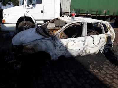 Homem é baleado e tem carro incendiado após troca de tiros em Alagoinhas