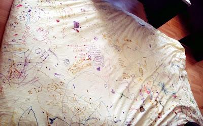 μαξιλάρι ζωγραφισμένο και με μηνύματα από 100 και πλέον παιδιά με και χωρίς αναπηρία