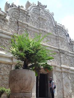 Bangunan depan Taman Sari