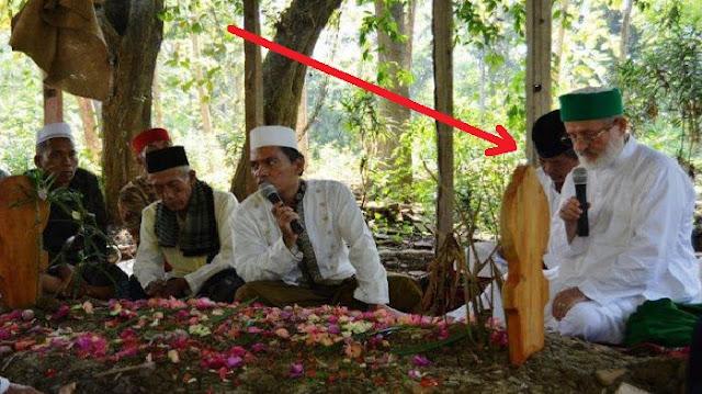 Allahu Akbar !!...Makam Ulama Asal Jawa Barat Ini Didatangi Cucu Dari Syekh Abdul Qadir Jailani